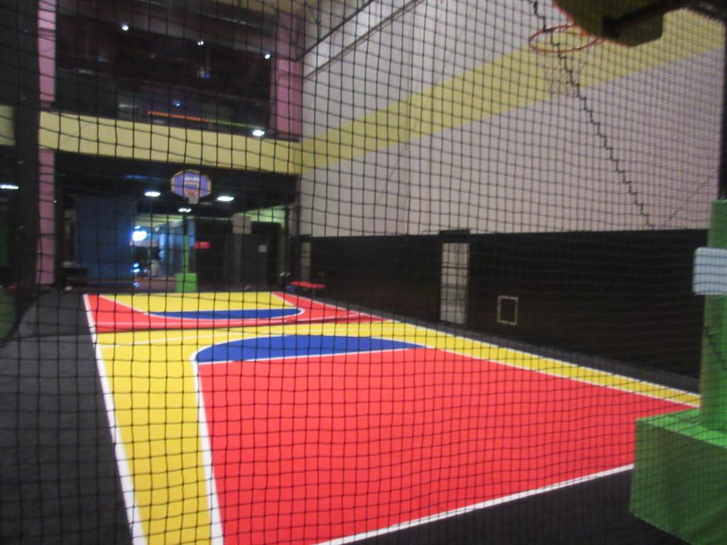 スポッチャのバスケットボールコート