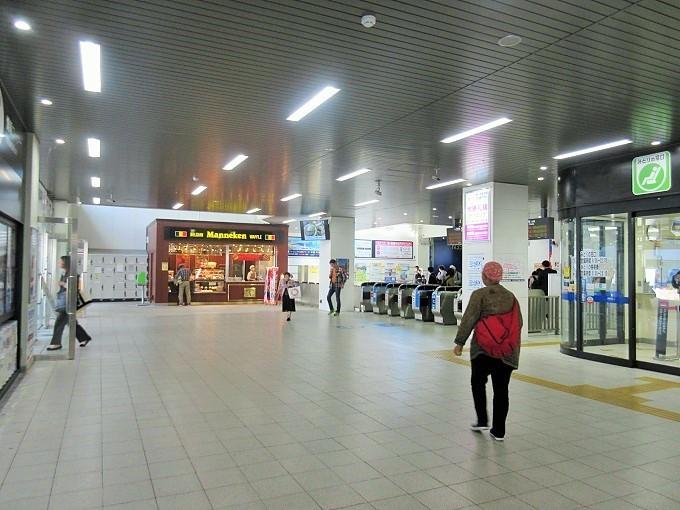 大津駅改札前
