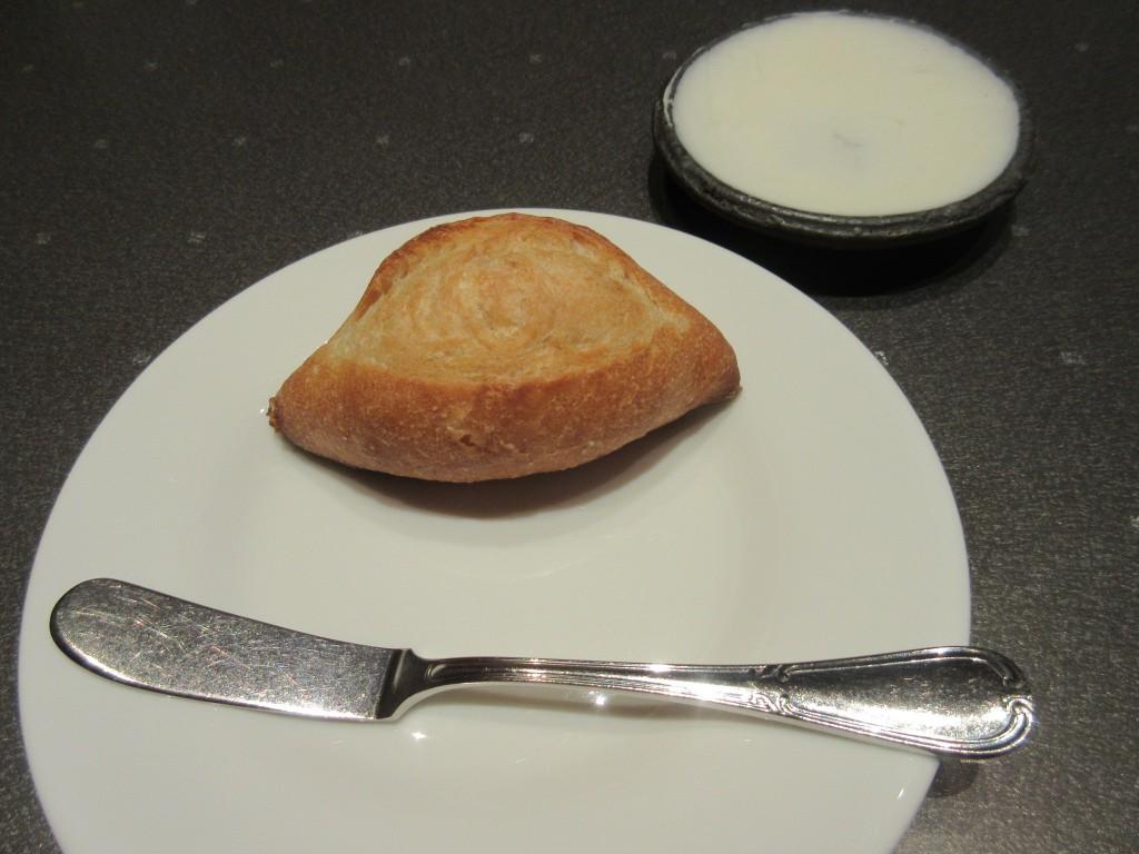 パンと自家製バター