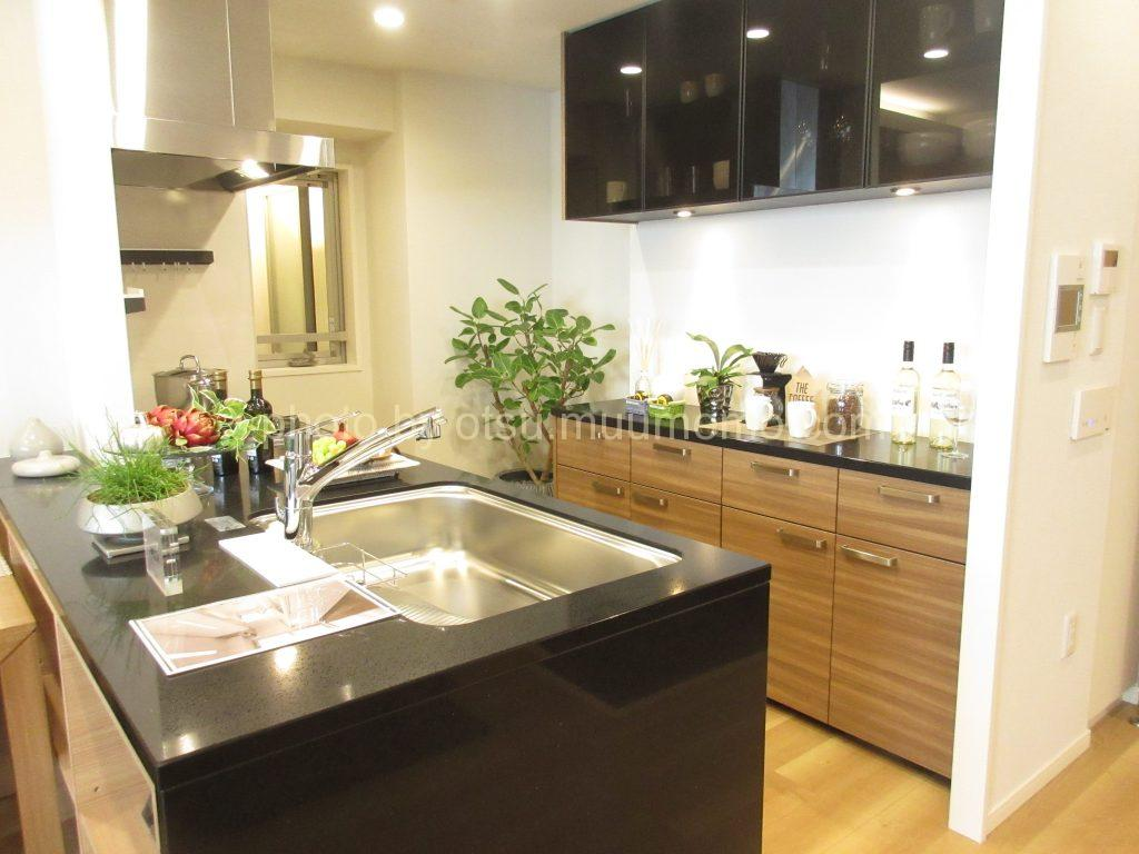 シャリエ大津中央モデルルームのキッチン
