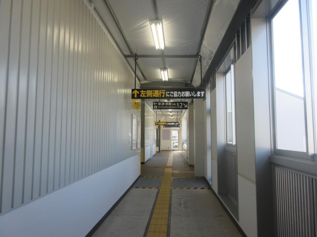 膳所駅の通路