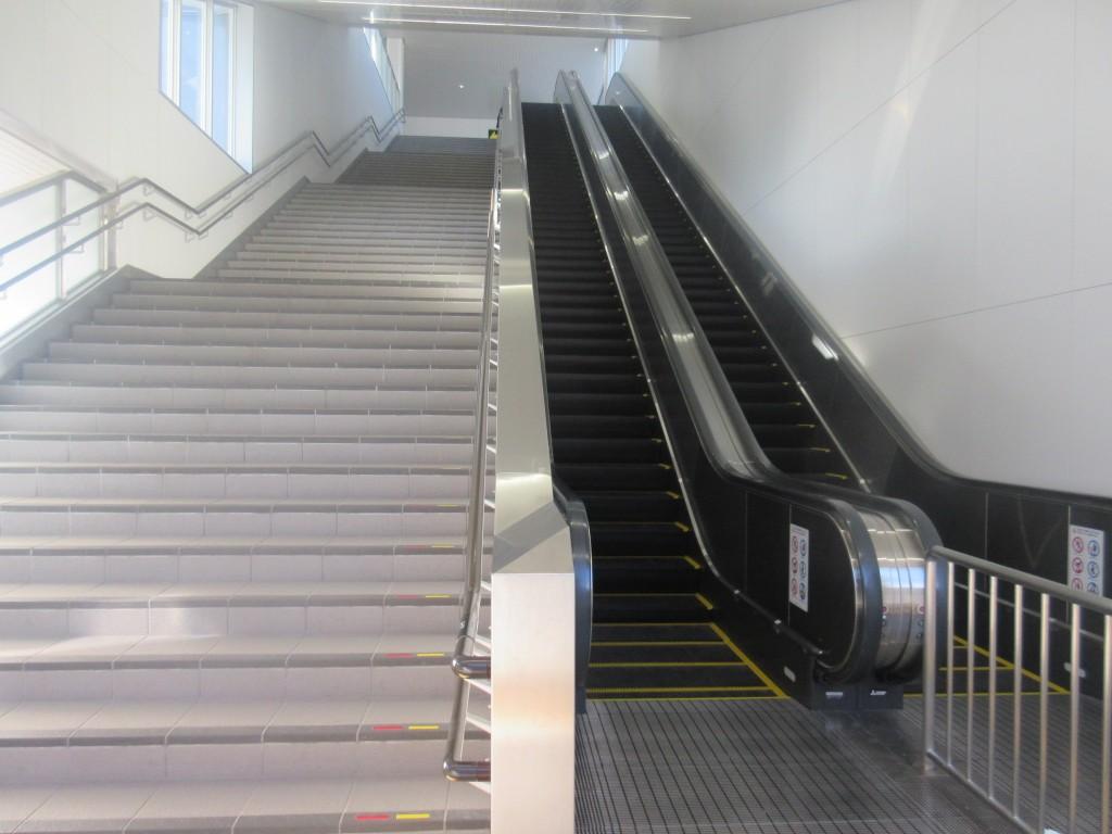 膳所駅の長いエスカレーター