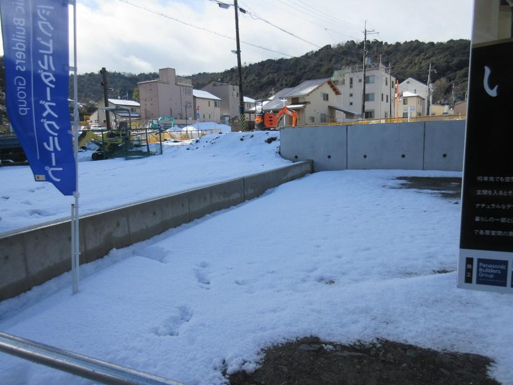 大津駅前再開発エリアに雪