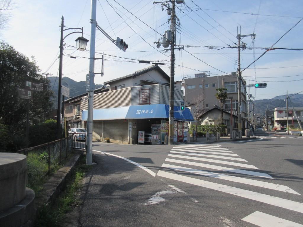 三井寺駅近くの交差点