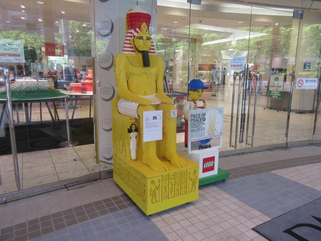 大津パルコ入口のレゴ展示
