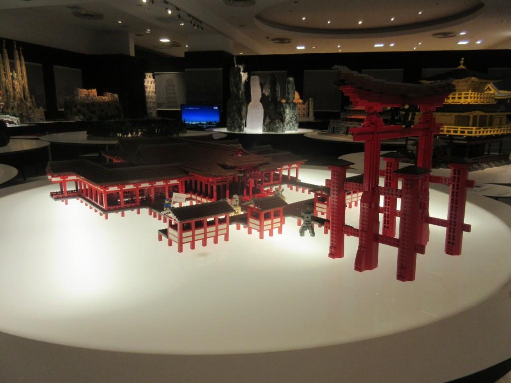 レゴでできた厳島神社
