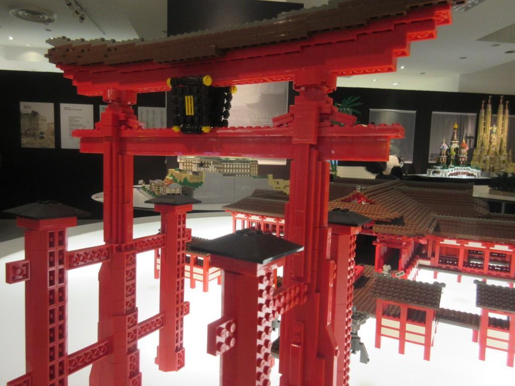 レゴでできた厳島神社の鳥居
