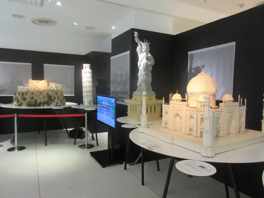 レゴでできたタージマハル、自由の女神、ピサの斜塔