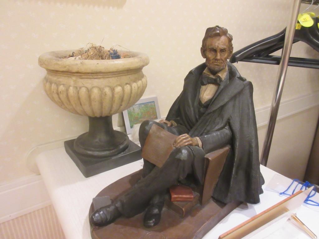 リンカーンの置物