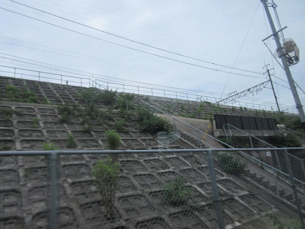 地下へもぐる京津線