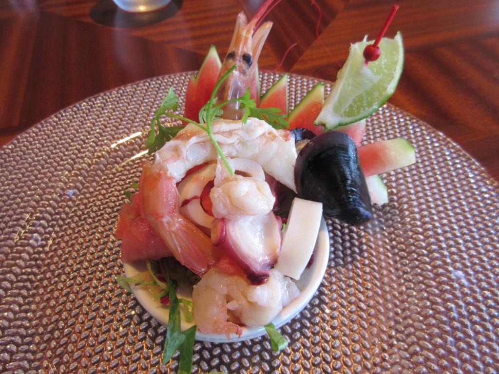 シーフードと滋賀県産スイカのサラダ