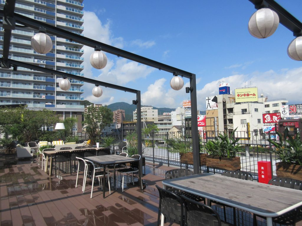 テラスから見た大津駅の景色