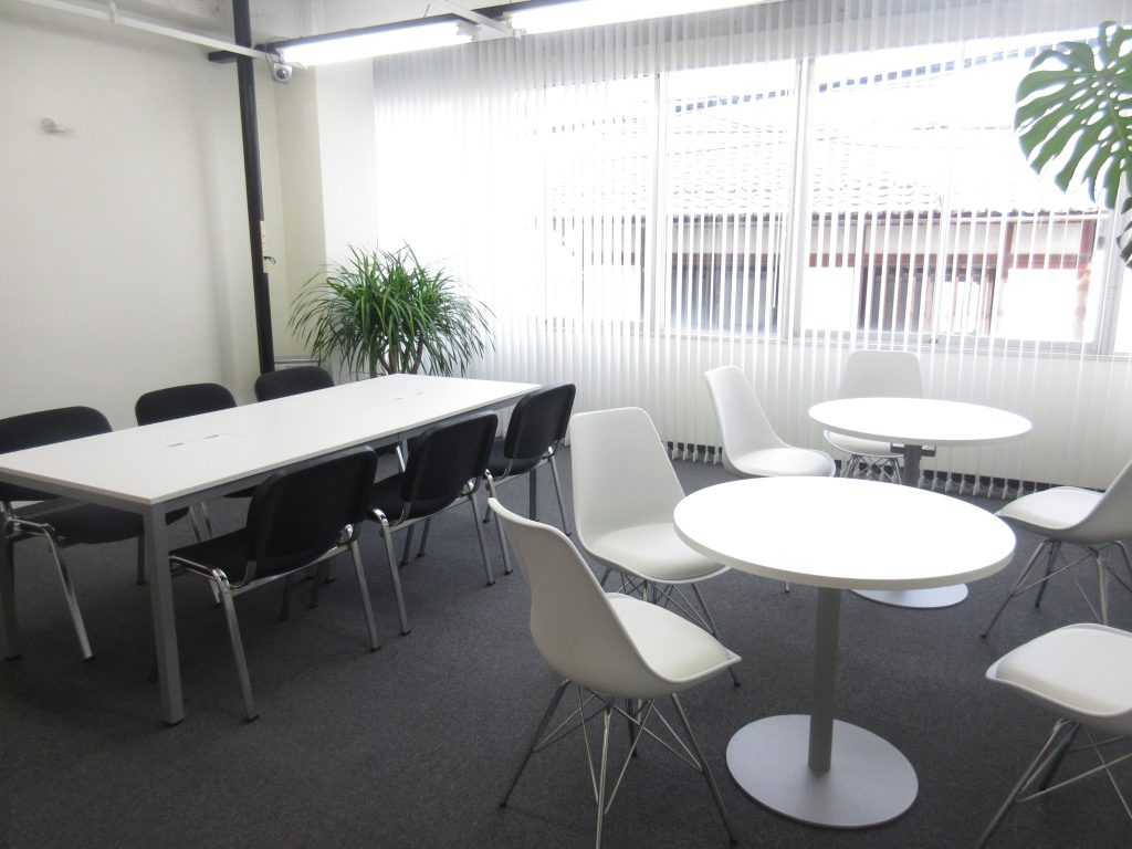 コワーキングスペース大津の作業スペース