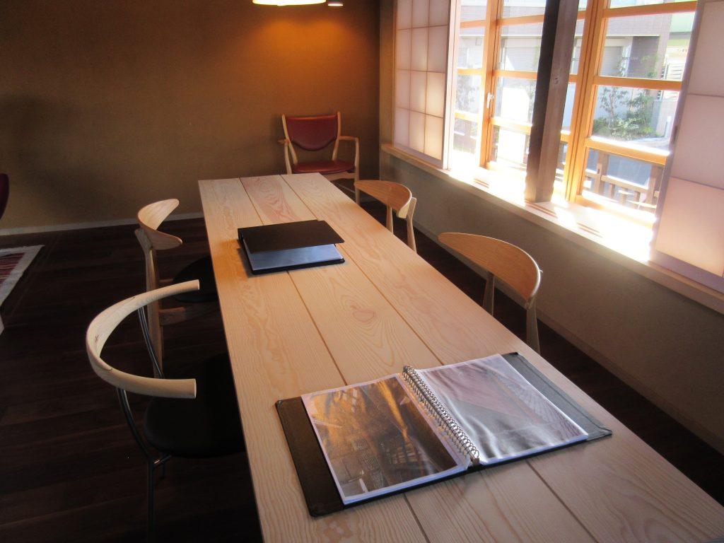 大津百町スタジオのテーブル