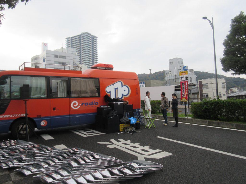 e-radioの車とムーディ勝山さん