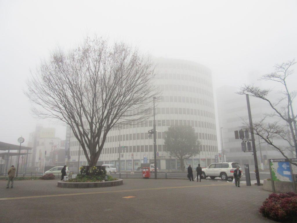 霧の大津駅
