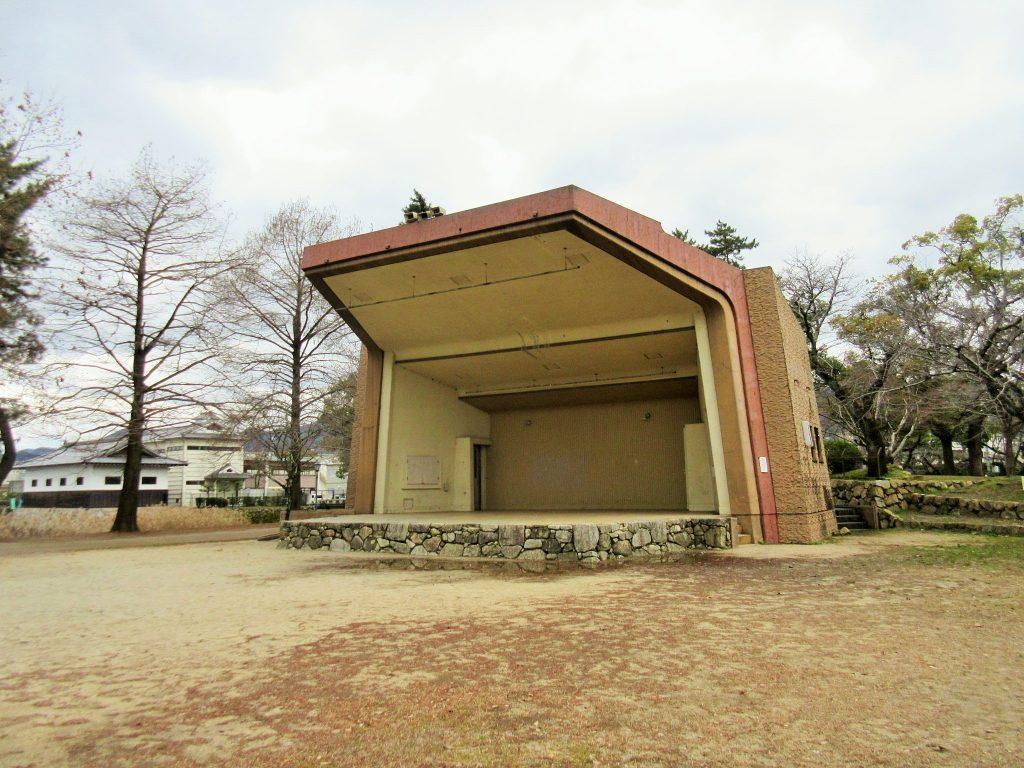 膳所城跡公園のステージ