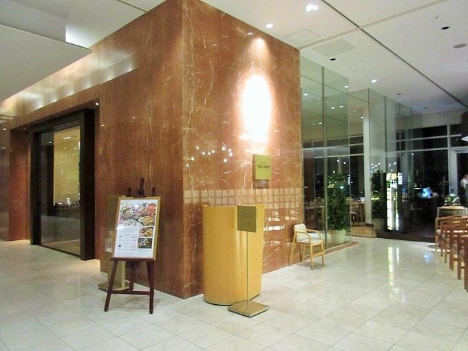 琵琶湖ホテル「ザ・ガーデン」の入口