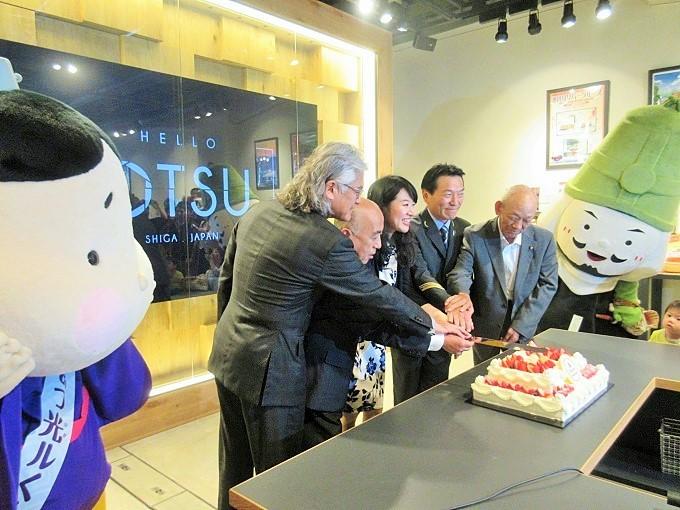 大津駅観光案内所1周年のケーキカット