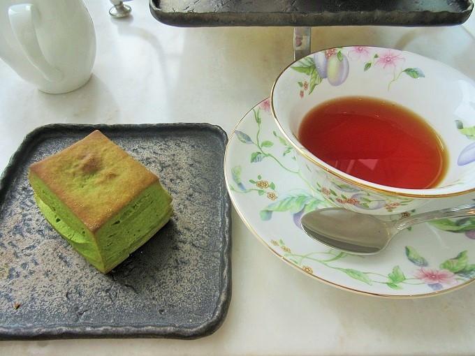 びわ湖大津プリンスホテルのアフタヌーンティーの紅茶とスコーン