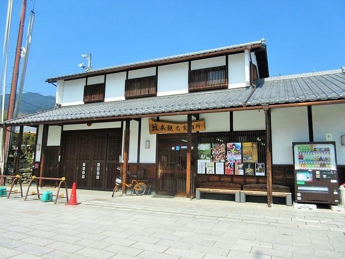 坂本駅前の観光案内所