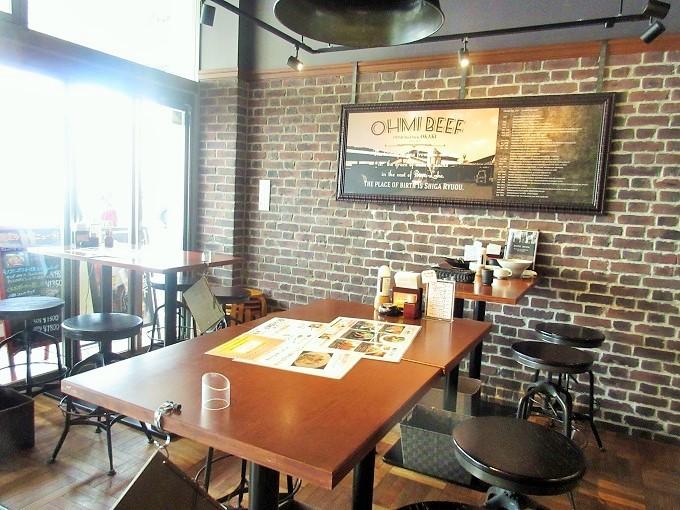 近江牛ダイニングOKAKIのテーブル