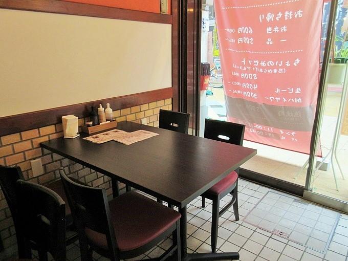 橘屋のテーブル席