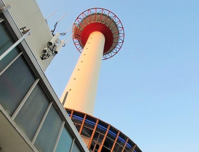 京都タワーホテルビアガーデンから見た京都タワー