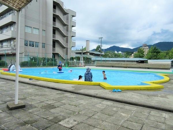 琵琶湖グランドホテルの隣のプール