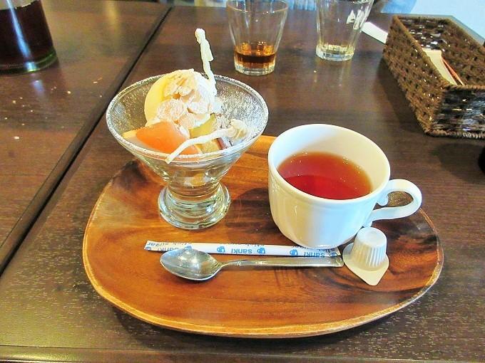 リオネグロのパフェと紅茶