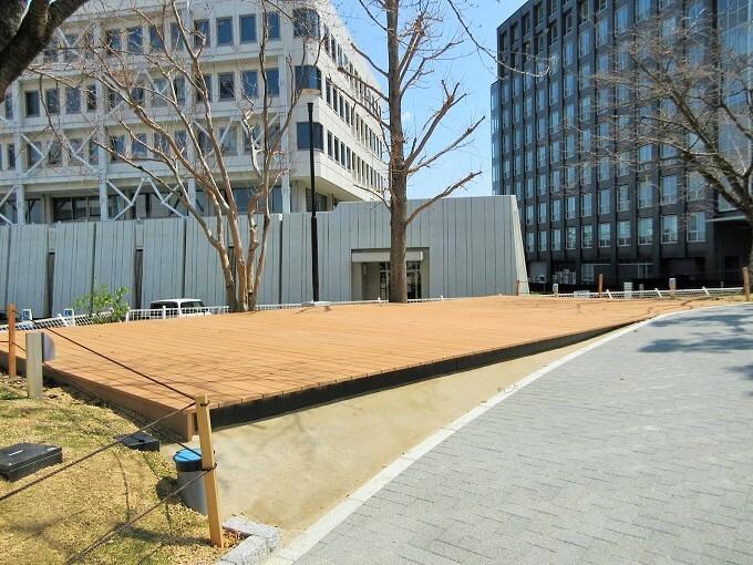 大津駅前公園のステージ