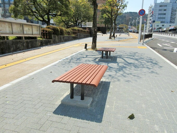 中央大通りのベンチ