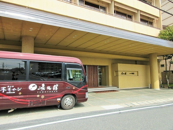 湯元舘と送迎バス